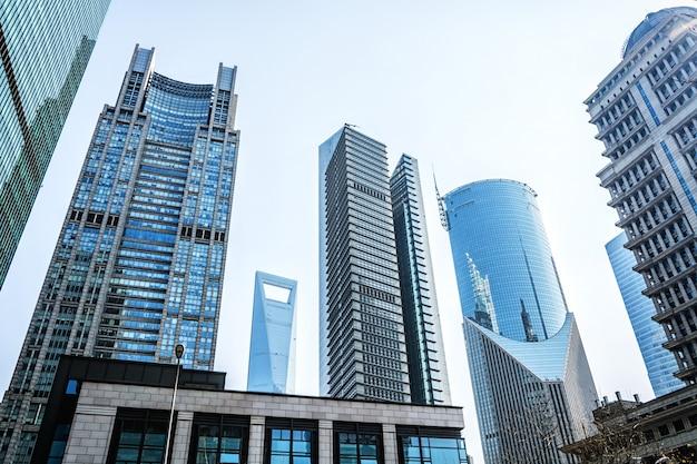 Вид окна бизнес-здания окна