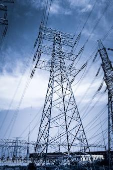 Электричество высоковольтный полюс и небо