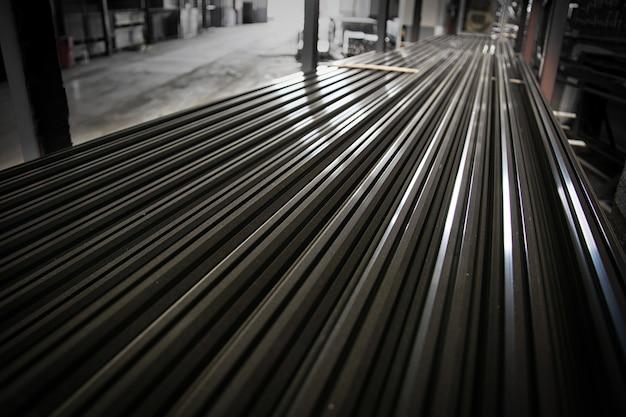 大規模な鉄鋼工場の倉庫