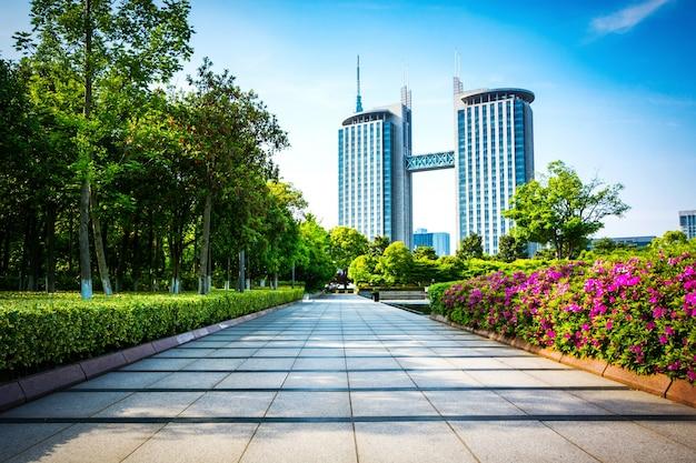 Парк в финансовом центре луцзяцзуй, шанхай, китай