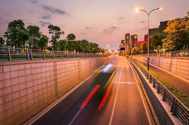 Чистой дороги города, быстрого городского движения.