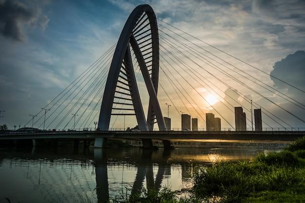 Мост с городом