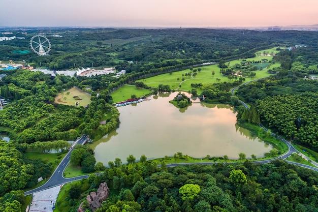 湖がある都市公園