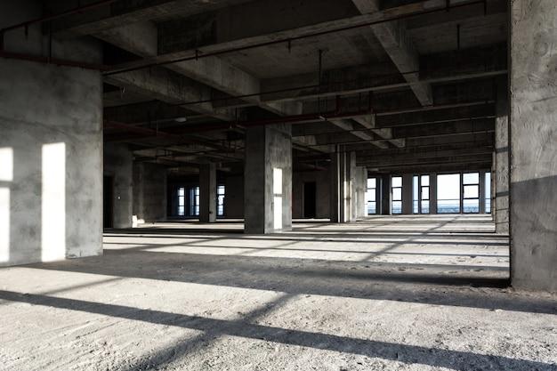 Современные пустые коммерческие строительные материалы