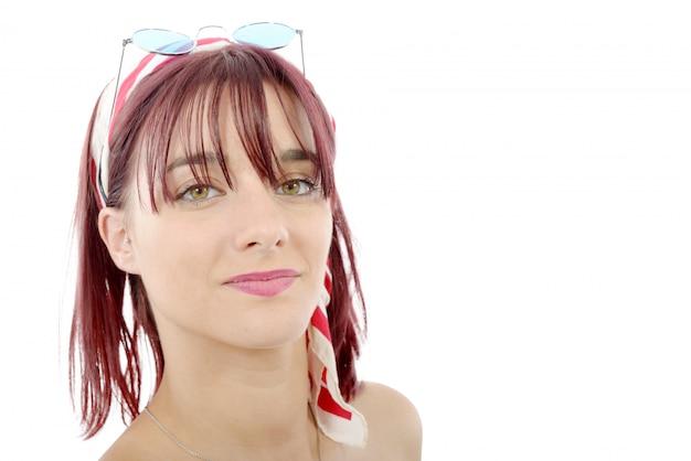 赤い毛を持つ美しい若い女性の肖像画