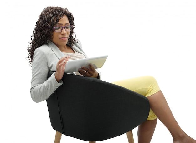 タブレットを使用してアフリカ系アメリカ人の実業家