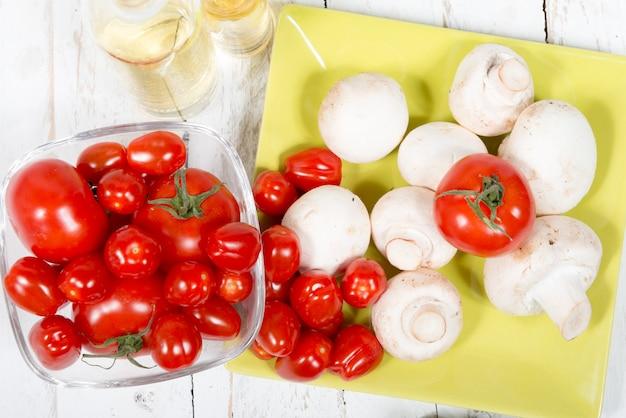 トマトとキノコ