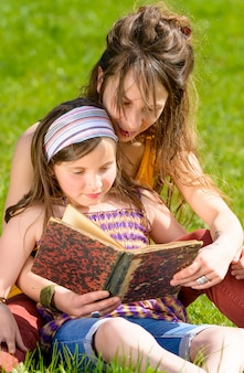 ママと娘は本を読んで