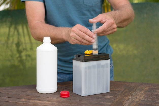 Заполнение батареи кислотой