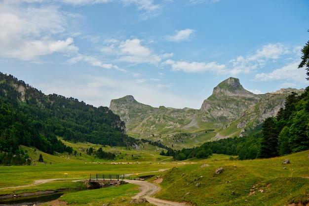 フランス、ピレネーアトランティックのピレネー山脈の風景
