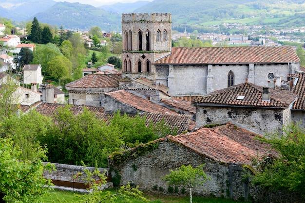フランスのピレネー山脈のローマ教会