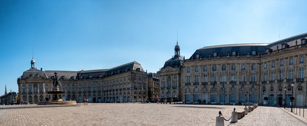 Вид на площадь бурса в бордо, франция