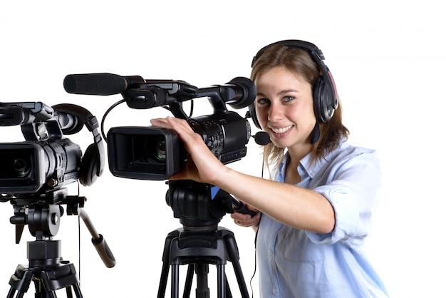 ビデオカメラを持つ若い女性