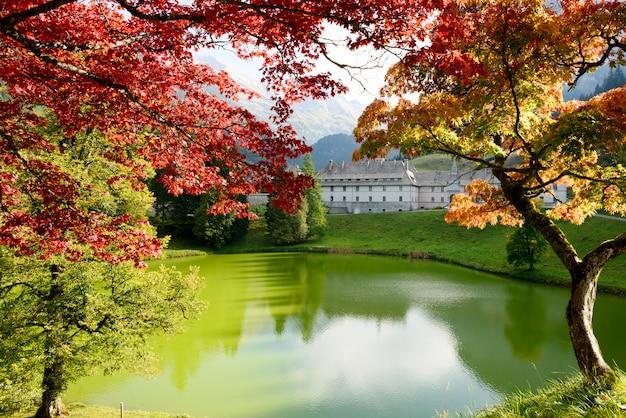 フランスアルプスの秋の風景