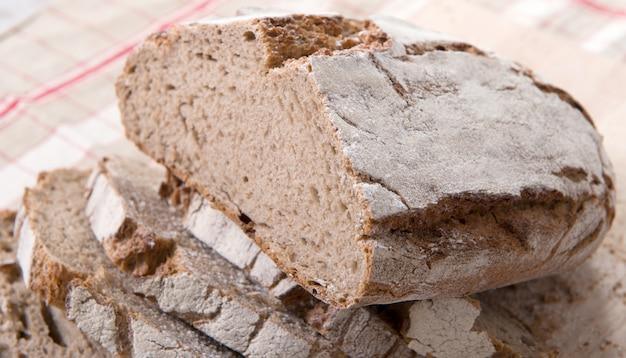 スライスにカット伝統的なパン