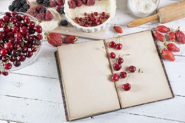 Поваренная книга с ингредиентами