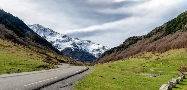 Пиренейские горы фронтера-дель-порталет, уэска, арагон, испания