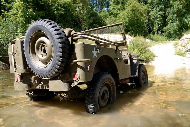 第二次世界大戦のアメリカ軍のジープ車