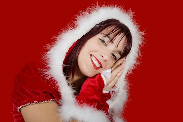 Портрет красивая сексуальная девушка в одежде санта-клауса