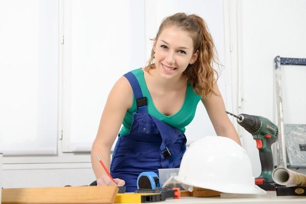 Портрет молодой женщины ученик плотник