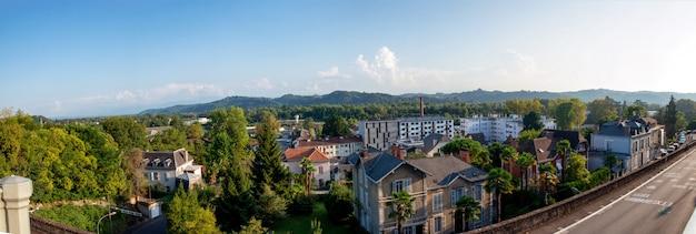 アキテーヌのフランスの町ポーの街の眺め