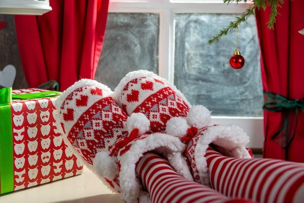 Санта женщина ноги, рождественская сцена