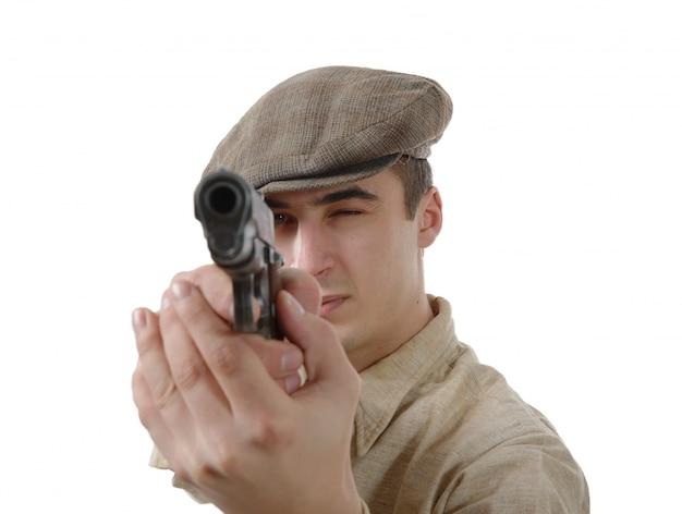 Французский гангстер с огнестрельным оружием, на белом