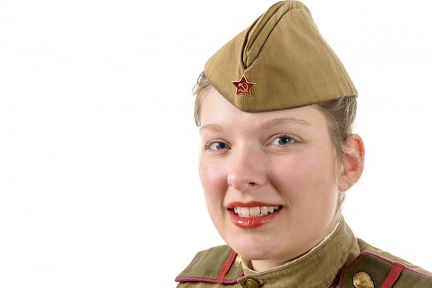Портрет женщины в русской военной форме