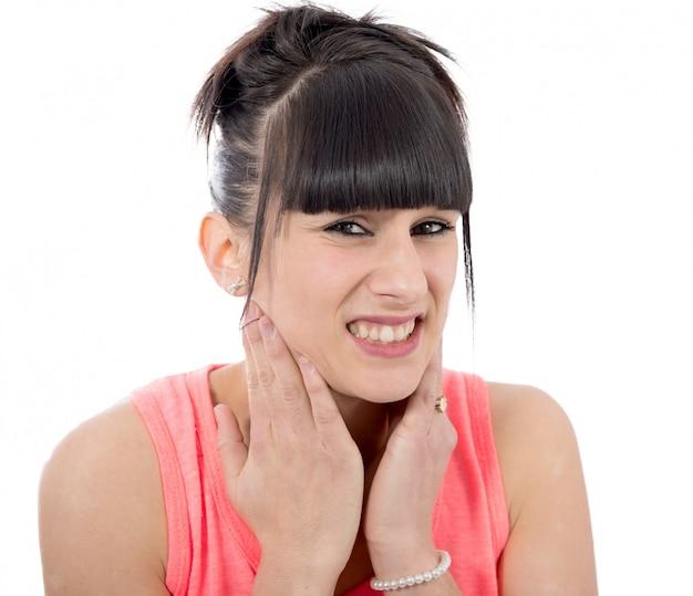喉の痛みを持つ病気の女性