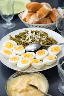 ゆで卵とインゲン