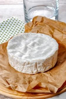 Сыр камамбер традиционный нормандский французский, молочный продукт