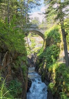 コートレのスペインの橋の下