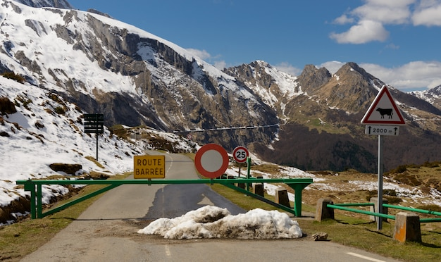 山の閉じた道