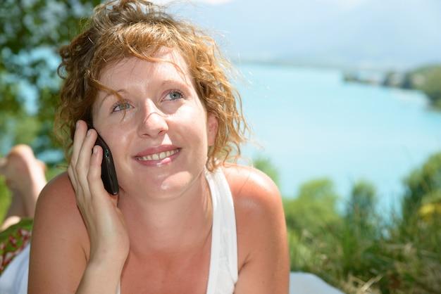 Рыжий и натуральный женский телефон