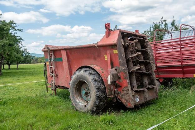 畑の肥料散布機