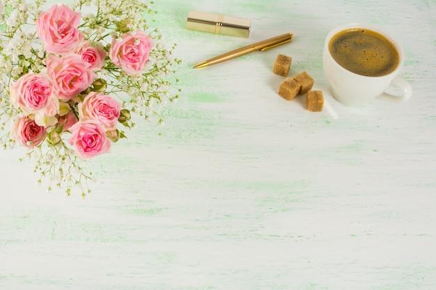 バラとコーヒーのスタイル