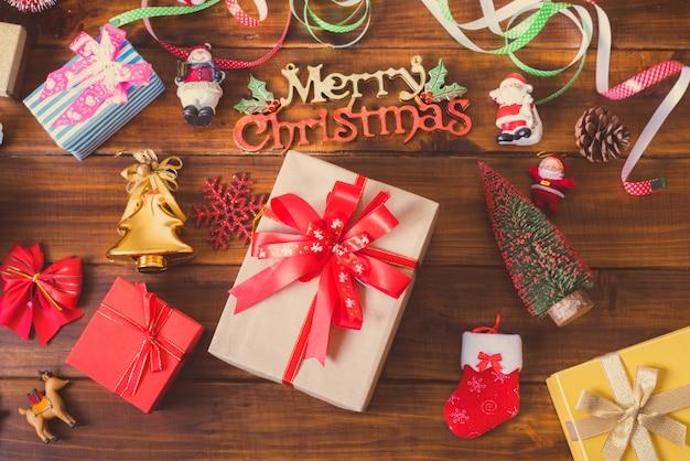 Подарок с рождественскими элементами