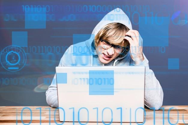 Студент с компьютером мышления