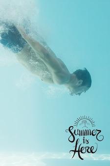 水の下で男性と夏の背景