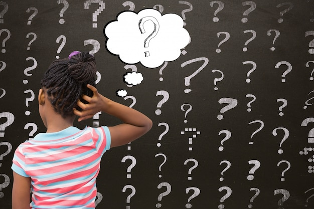 疑問符を持つ学生の背面図