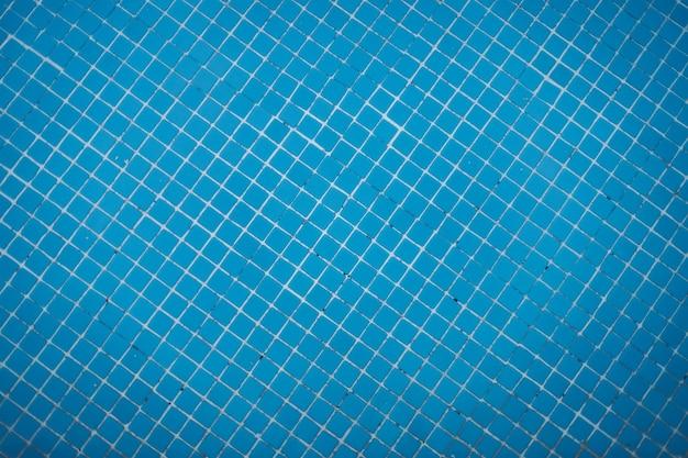 青色の背景、上面のスイミングプールタイル張りの床