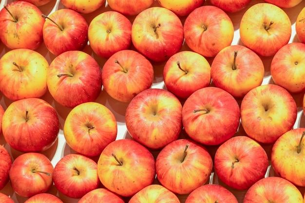多くのリンゴ