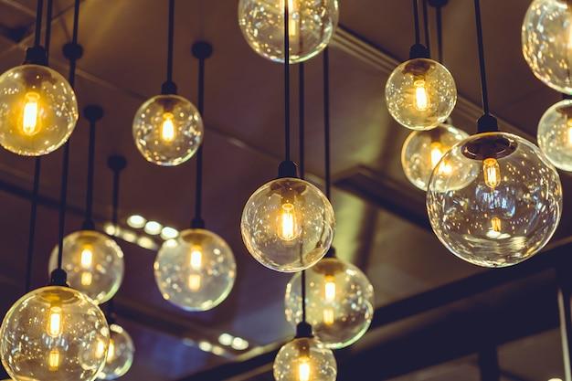 レトロなエジソン電球の装飾。