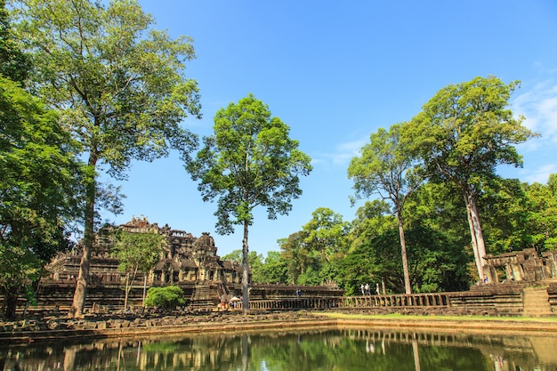 カンボジアの古代の城。アンコールトム。