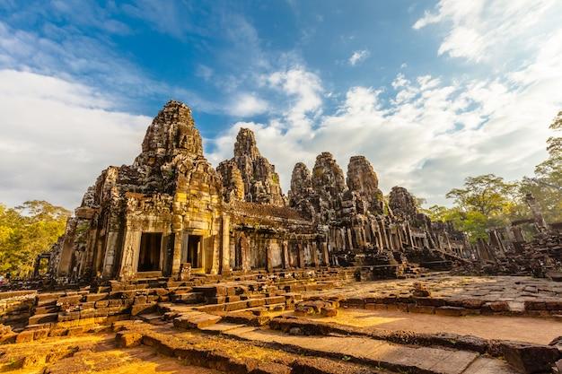 Ретро лицо байонского замка в камбодже