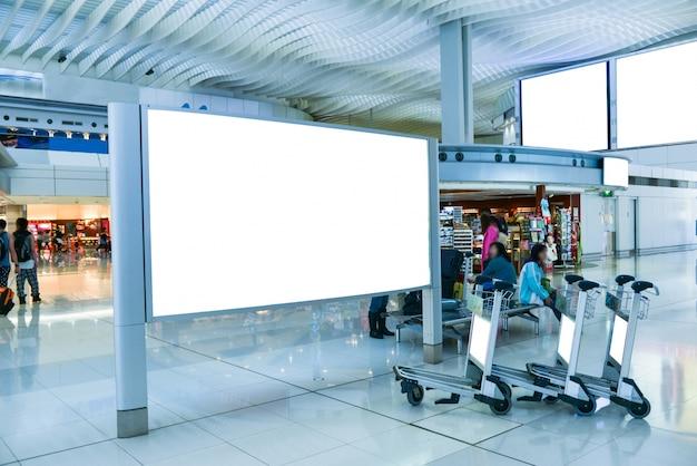 空港での空白の看板