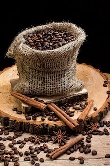 Кофе в зернах в холщовой сумке