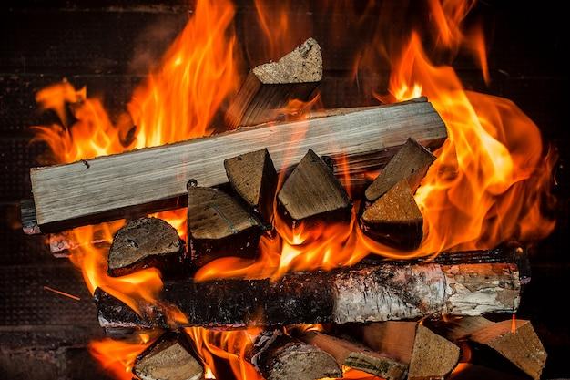 暖炉の火をクローズアップ