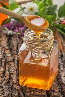 北斗七星と流れる蜂蜜の蜂蜜ボウル