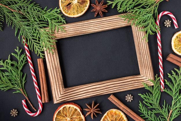 フォトフレームとクリスマスの装飾。